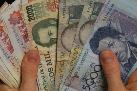 Venezuela thừa nhận lạm phát kỷ lục trong năm 2015