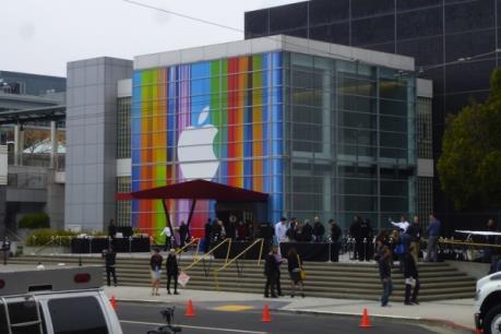 Căng thẳng leo thang trong cuộc chiến pháp lý giữa Apple và chính quyền Mỹ