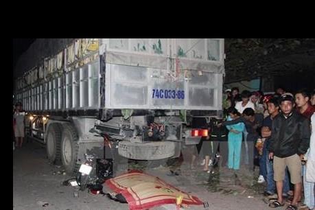An Giang: Va chạm giữa xe tải và xe máy, gây ùn tắc nghiêm trọng trên quốc lộ 91