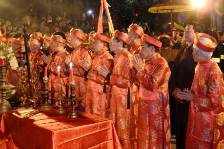 Khai ấn đền Trần 2016 thu hút hàng vạn người tham dự