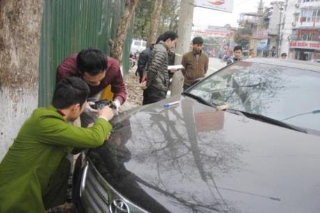 Khẩn trương điều tra vụ đập phá cửa kính nhiều xe ô tô tại Hà Giang