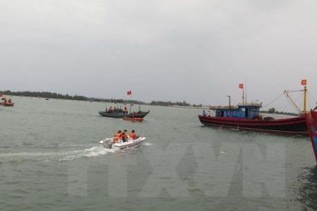 Phú Yên: Kịp thời cứu 4 ngư dân tàu cá bị chìm trên biển