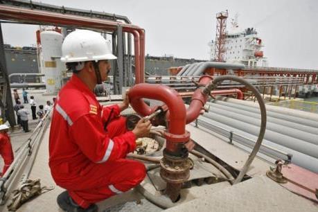 Giá dầu thế giới sáng 13/6 để tuột mốc 50 USD/thùng