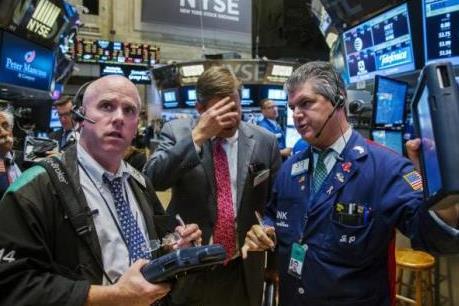 """Cổ phiếu ngành năng lượng và công nghệ giúp chứng khoán Âu-Mỹ """"xanh sàn"""""""