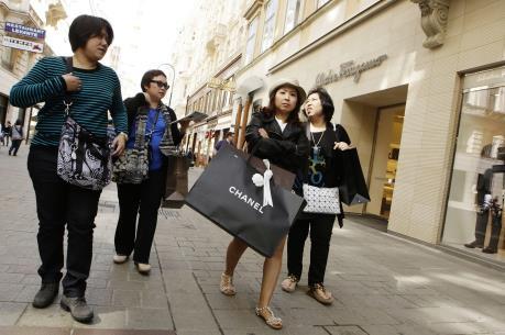 Trung Quốc: Du lịch là để mua sắm