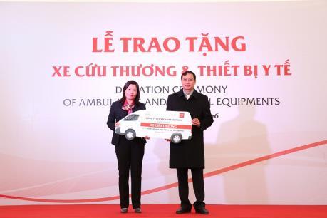 Toyota tặng xe cứu thương và thiết bị y tế cho 6 bệnh viện tỉnh Hà Giang