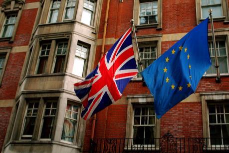 Thăm dò dư luận: Nước Anh hoài nghi EU sâu sắc nhưng vẫn sẽ chọn ở lại