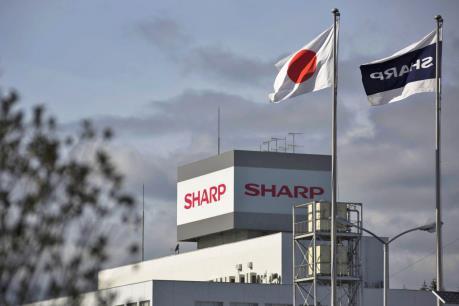"""Sharp trở thành """"người một nhà"""" với Foxconn"""