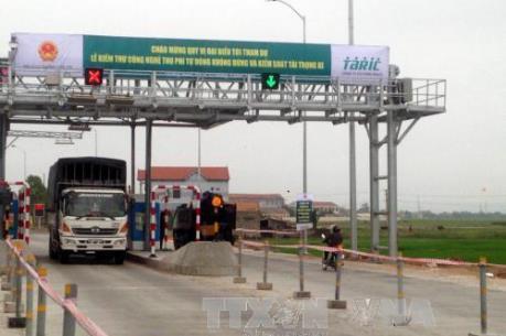 """Nghịch lý """"tắc đường"""" tại các trạm thu phí đường cao tốc"""