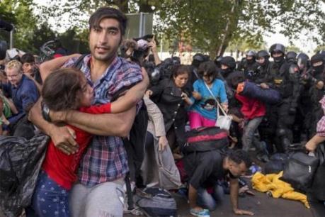 """Nhiều nguy cơ đang """"bủa vây"""" cuộc khủng hoảng di cư tại châu Âu"""