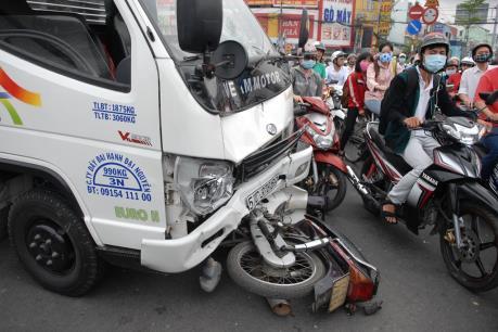 Quốc lộ 20 kẹt cứng suốt 2 giờ do tai nạn giao thông nghiêm trọng