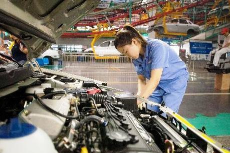 Sản xuất công nghiệp Trung Quốc giảm xuống mức thấp nhất trong 4 năm