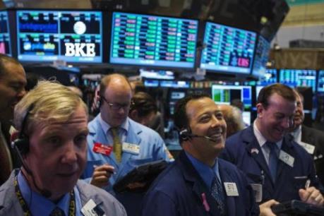 Chứng khoán Mỹ tiếp tục tăng điểm nhờ giá dầu tăng và thị trường việc làm cải thiện