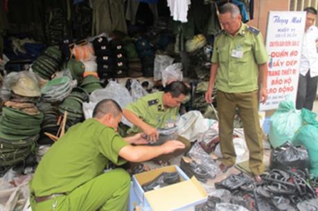 Hà Nội: Phát hiện 6 điểm kinh doanh trái phép quân tư trang