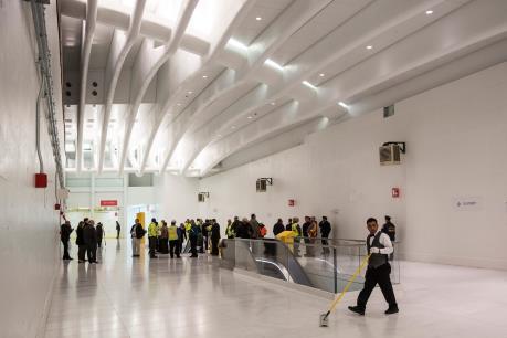 Ga tàu điện ngầm đắt nhất thế giới đón những hành khách đầu tiên