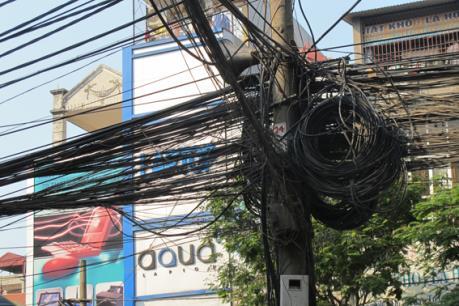 Loại bỏ, sắp xếp đường dây điện, cáp đi nổi trên khoảng 200 tuyến phố Hà Nội