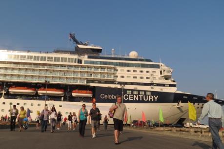Cảng Chân Mây cùng lúc đón 2 tàu du lịch biển quốc tế