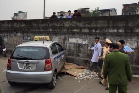 Tạm giữ hình sự lái xe tông chết hai người tại đường Hồng Hà, Hà Nội
