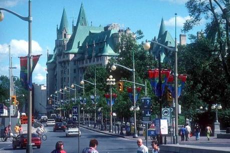 Canada xoá bỏ quy chế tạm trú cho diện vợ chồng bảo lãnh