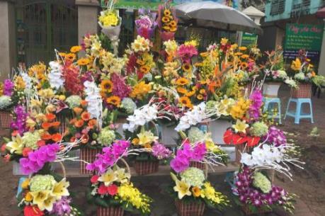 Thị trường hoa và quà tặng ngày 8/3 kém sôi động hơn năm ngoái