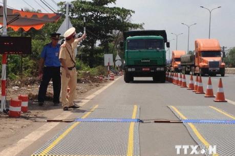 Lo xe phá đường, doanh nghiệp xin tự túc lắp trạm kiểm soát tải trọng
