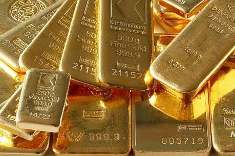 """Giá vàng châu Á phiên đầu tuần áp sát """"đáy"""" của ba tuần"""