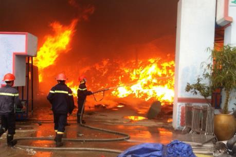 Đang cháy lớn tại Khu công nghiệp Quế Võ