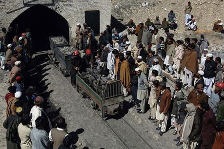 Sập mỏ than khiến hàng chục người thương vong và mắc kẹt ở Pakistan
