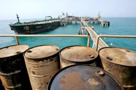 Giá dầu thế giới 24/3 đi xuống dù số lượng giàn khoan Mỹ đã sụt giảm