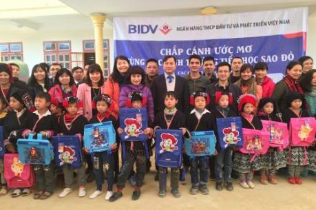 """BIDV """"chắp cánh ước mơ"""" cho học sinh nghèo vùng cao Sơn La"""