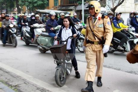 Nghiêm cấm học sinh, sinh viên đi xe máy điện chưa đăng ký