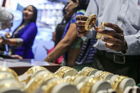 Giá vàng sáng 16/3 tăng giảm không đồng nhất