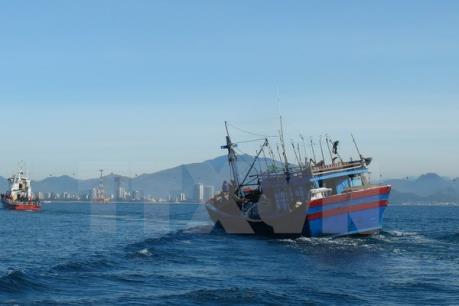 Cứu nạn thành công 9 ngư dân trên tàu cá QNg 94780 TS bị nạn