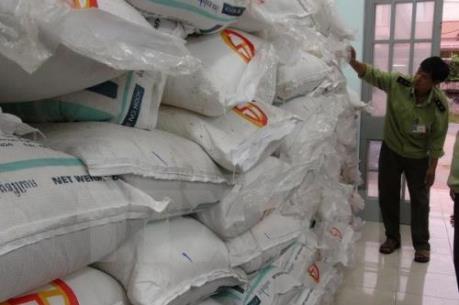 Khen thưởng đột xuất vụ bắt 40 tấn đường nhập lậu từ Campuchia
