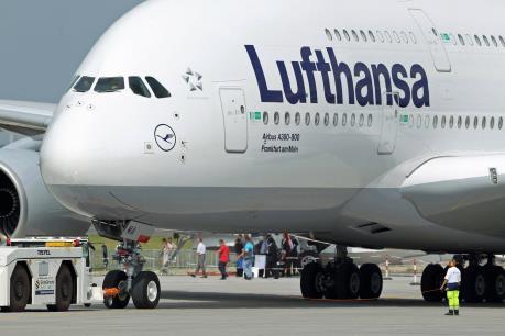 Hãng Lufthansa đạt kết quả kinh doanh khả quan năm 2015