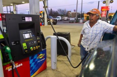 Giá dầu thô Mỹ lần đầu tiên trong năm vượt 40 USD/thùng