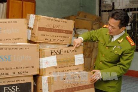 Bắt đường dây mua bán và thu giữ 27.000 bao thuốc lá nhập lậu