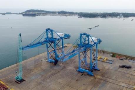 """Doosan Vina xuất 2 cẩu trục """"Made in VietNam"""" đến Cảng Nhà máy lọc dầu Nghi Sơn"""