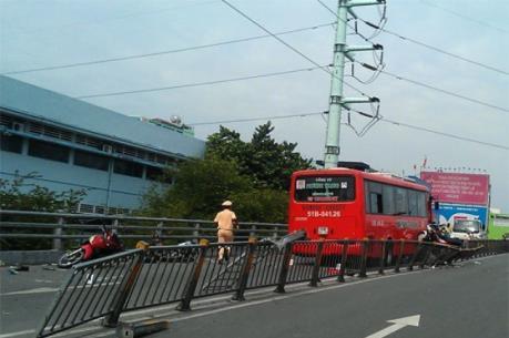 Tai nạn liên hoàn giữa ba xe ôtô tại Lâm Đồng