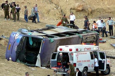 Lật xe buýt ở Saudi Arabia 19 du khách Ai Cập thiệt mạng
