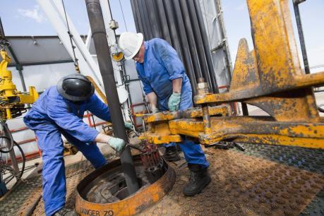 Giá dầu châu Á ngày 21/3 tiếp tục đà giảm
