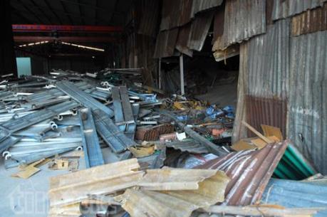 Thành phố Hồ Chí Minh: Sập kho giàn giáo, 3 người thương vong