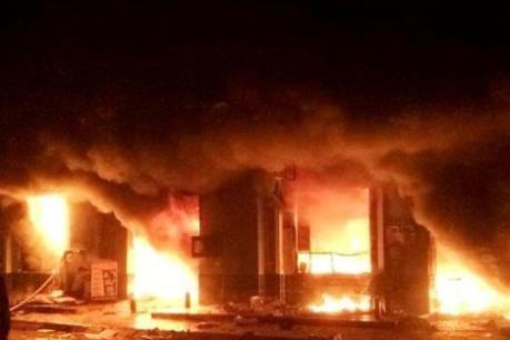 Quảng Trị: Cháy 2 dãy cửa hàng tại chợ Ngã Tư Sòng, nhiều tiểu thương có nguy cơ trắng tay