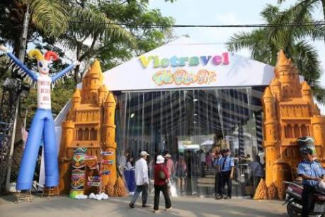 """1100 lượt khách mua tour của Vietravel trong sáng khai mạc """"Ngày Hội Du lịch Tp.HCM"""""""