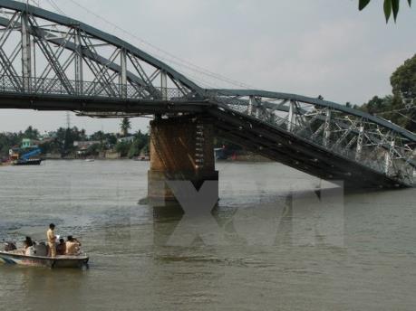 Vụ sập cầu Ghềnh-cầu An Thái: Đình chỉ công tác nhiều cán bộ quản lý