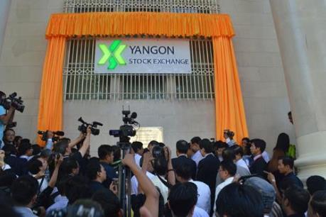 Thị trường chứng khoán Myanmar giao dịch phiên đầu tiên