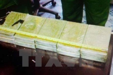 Phối hợp bắt vụ tàng trữ 20 bánh heroin