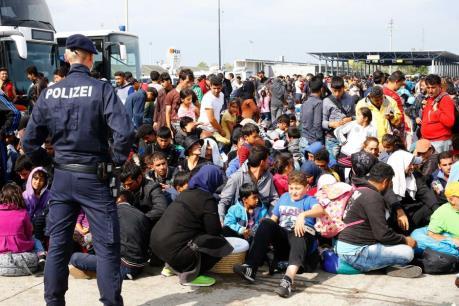 Vấn đề người di cư: Áo quyết định xét đơn tị nạn ngay tại biên giới