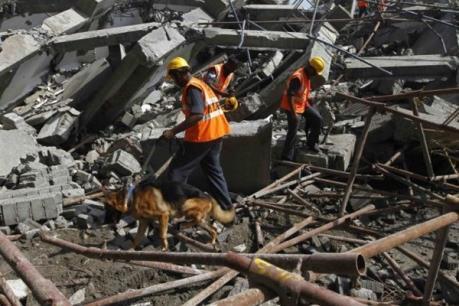 Ấn Độ: Sập cầu vượt, ít nhất 10 người thiệt mạng và hàng trăm người mắc kẹt