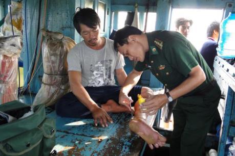 Ngư dân Sóc Trăng cứu sống 7 người bị nạn trên biển